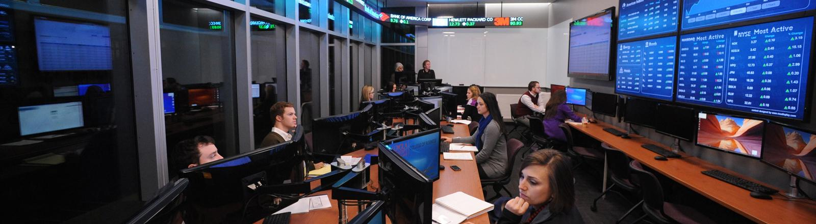 Ayala Stock Trading Room - College of Business - Loyola University New Orleans